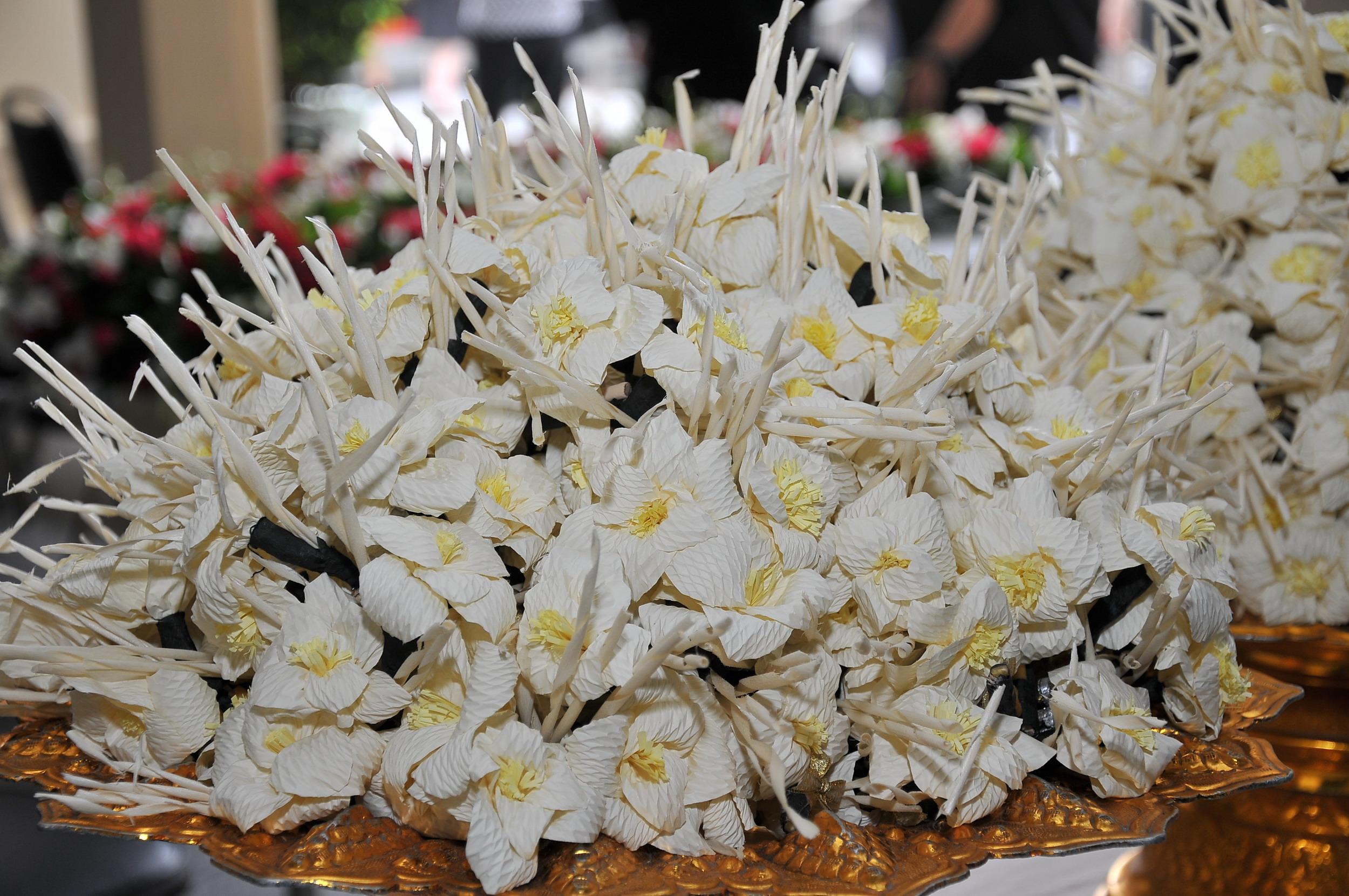 อย่าหยิบดอกไม้จันทน์ให้กับผู้อื่นในงานศพจำหน่ายโลงศพโลงศพราคา ขายโลงศพ