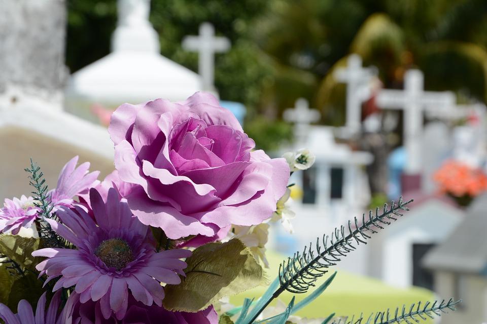 เลือกพวงหรีดดอกไม้สดอย่างไรให้เหมาะสม